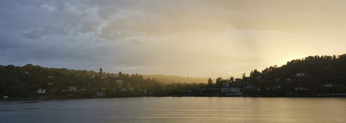 Utsikt mot solnedgangen fra hytta Medarbeiderne har lånt til vår tolvte «Fullmånesamling»